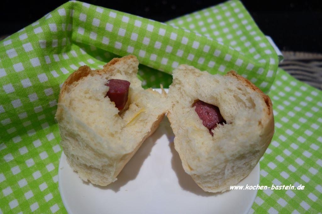 weiche Brötchen - dinner rolls - gefüllt mit Landjäger